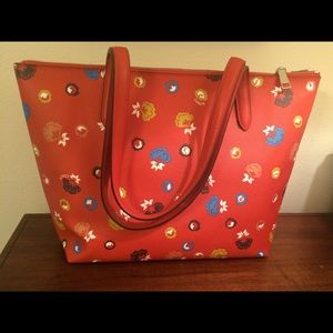 Coach Bags - NWT Coach floral printed Taylor tote